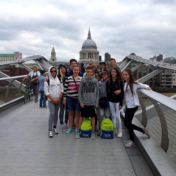 Students a London StPaul