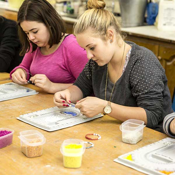 Irlanda Dublino Mercy College Making Jewlery